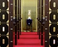 写真:納骨堂内の移動式アルミ製納骨壇